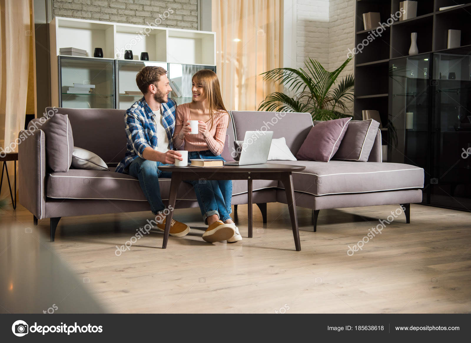 Young Couple Sitting Couch Cups Living Room Modern Design U2014 Stock Photo