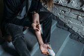 Fotografie cropped shot of addicted man doing heroin injection