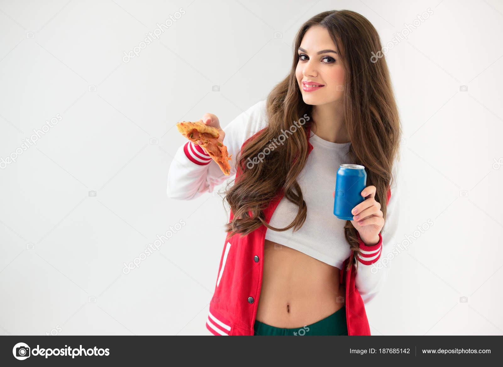 Сексуальная и аппетитная юная девочка модель