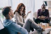 Psychiatr v učebnici zároveň rozvádějící páru v úřadu