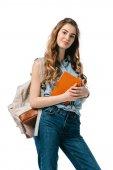 krásná studentka knihu a při pohledu na fotoaparát izolované na bílém