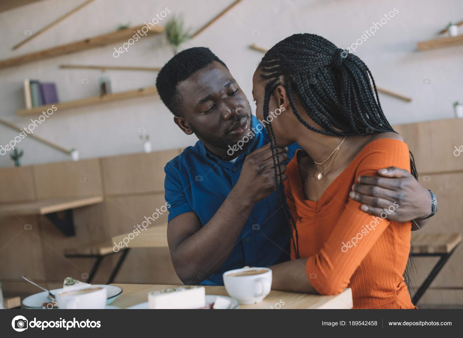 randki afrykańskiego mężczyzny guru randek zbanowany w Australii