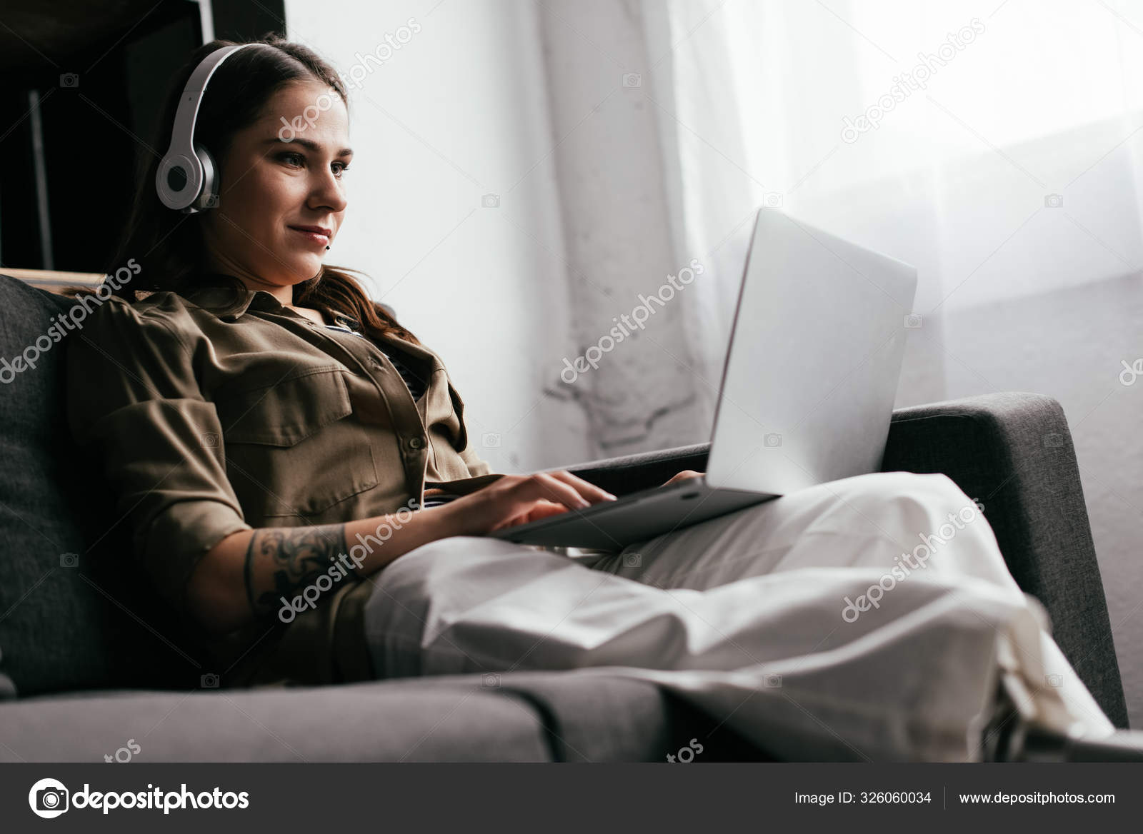 Ampwom ᐈ women amputee stock pictures, royalty free amputee woman