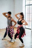 hübsches Mädchen und schöner afrikanisch-amerikanischer Mann tanzen Jazz-Funk-Tanz