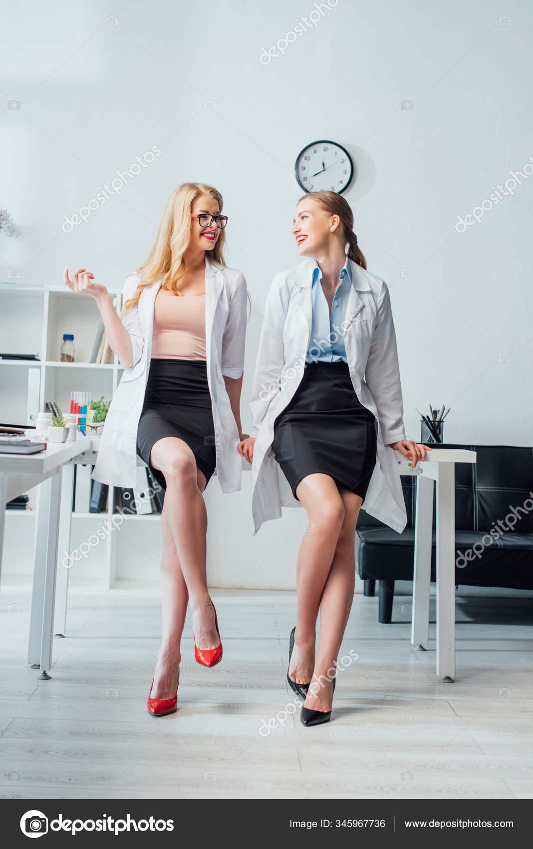 Zwei Schwänze Für Die Sexy Krankenschwester