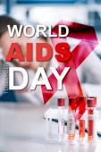 szelektív fókusz üveg kémcső betű közelében immunológus, világ AIDS nap illusztráció