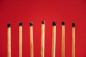 Nespálená shoda mezi ostatními izolovanými na červené