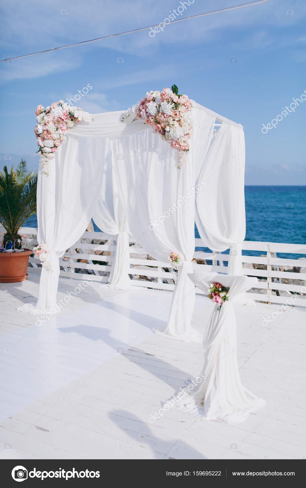 Bogen Hochzeitszeremonien Stockfoto C Dmvasilenko 159695222