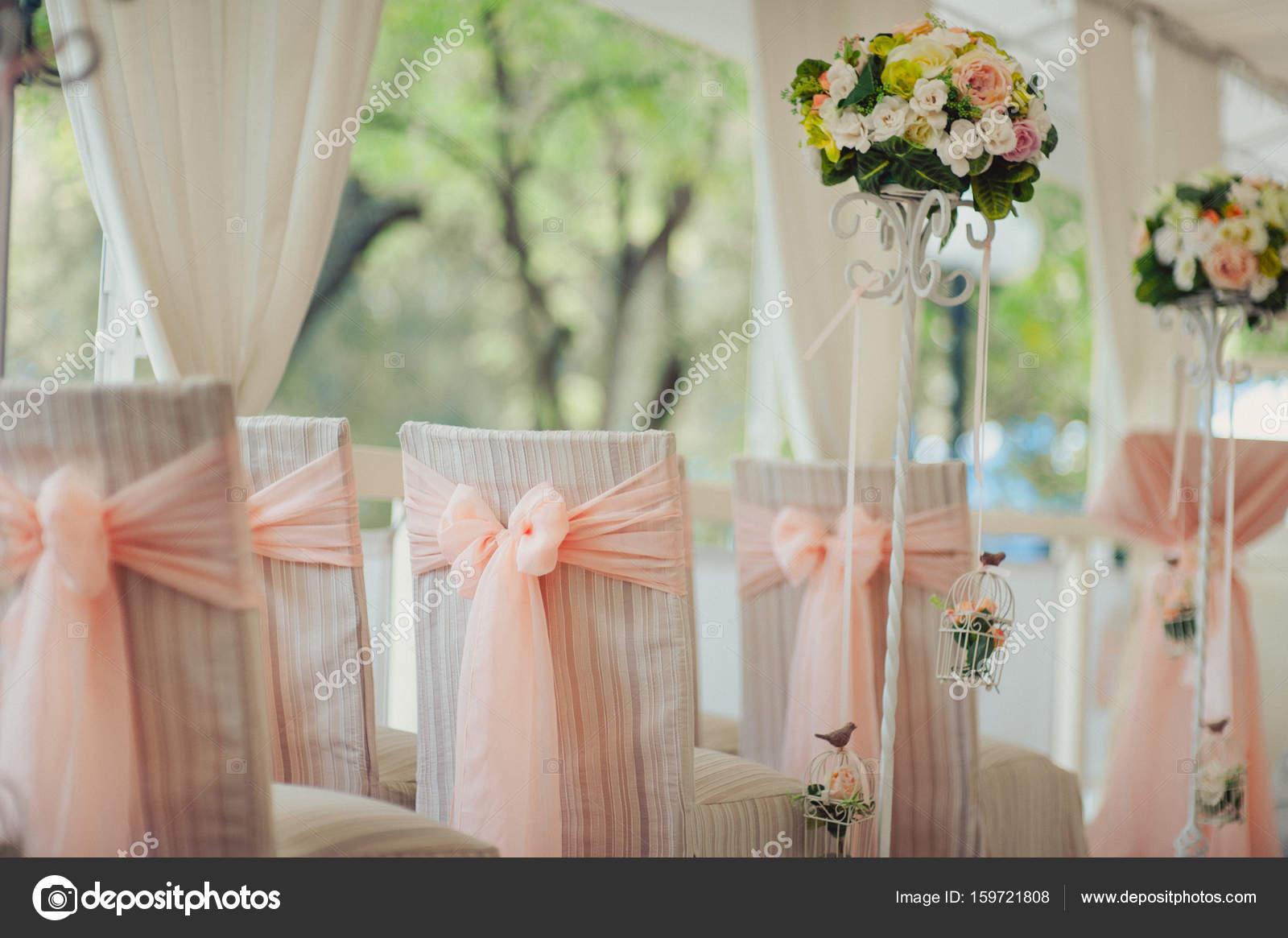 Dekoration Der Stuhle Bei Der Hochzeit Stockfoto C Dmvasilenko
