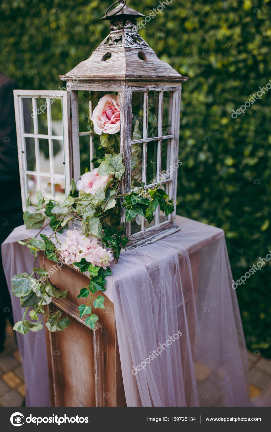 Schöne Dekoration Mit Blumen Bei Der Hochzeit Stockfoto