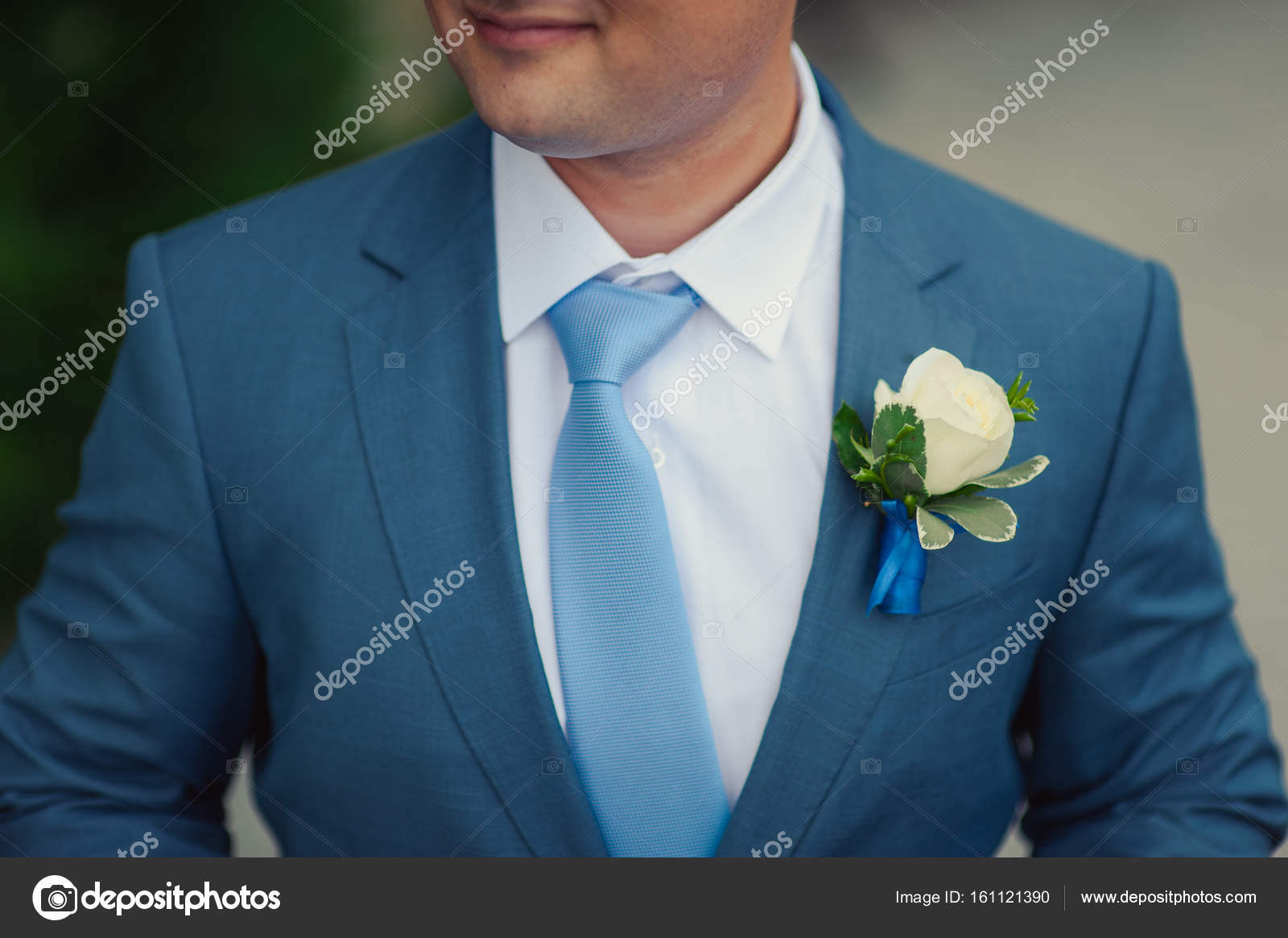 The groom in a suit corrects a tie. Groom\'s accessories — Stock ...