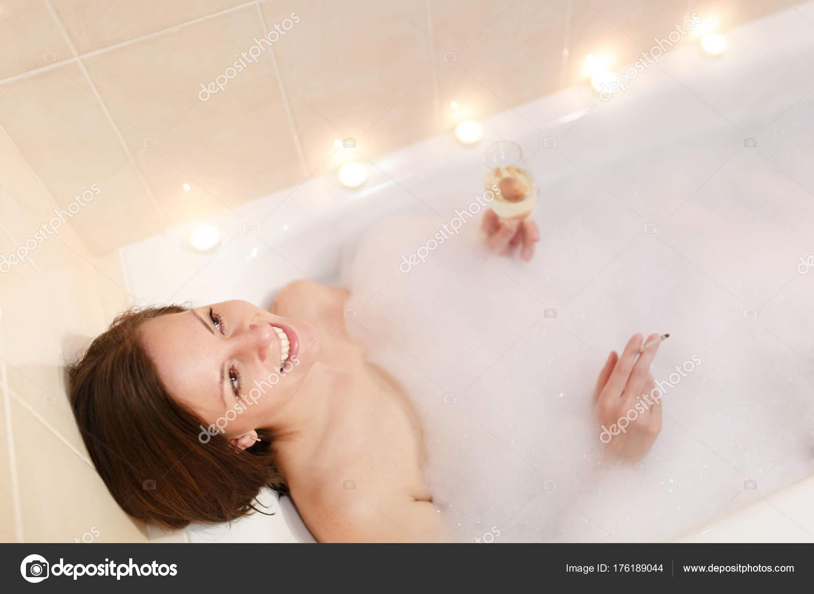 Naked women smoking in tub, free blonde girls having sex