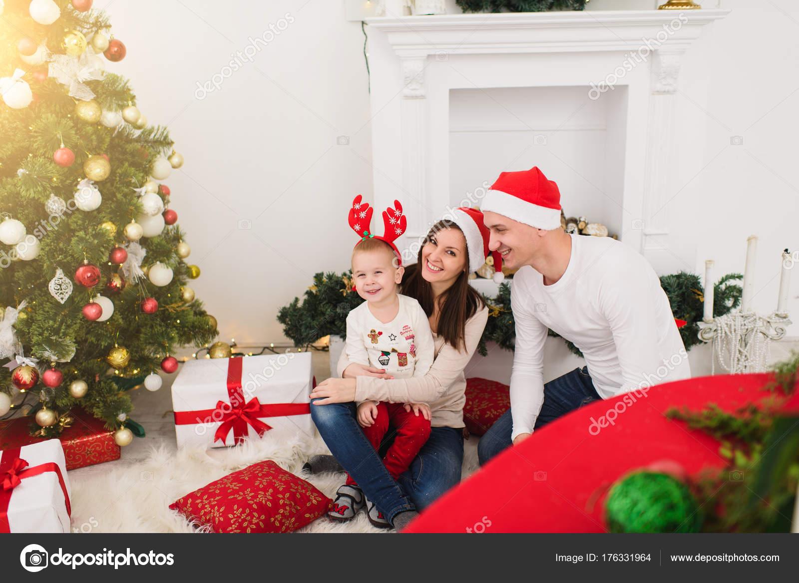 Glücklich, fröhlich Eltern mit niedlichen kleinen Sohn. Kind Junge ...