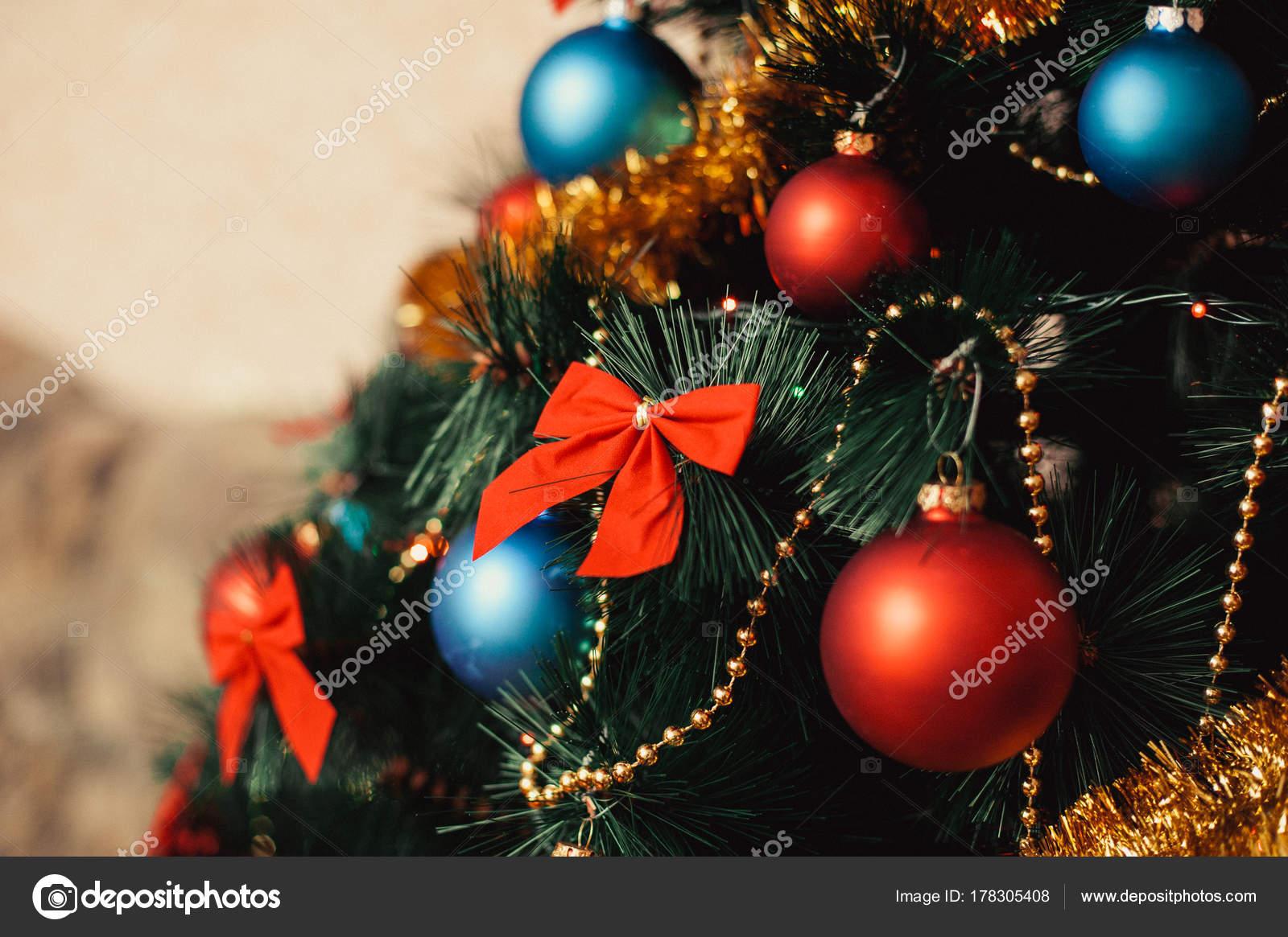 Albero Di Natale Con Decorazioni Blu : Primi piani decorazioni per l albero di natale in vetro con colore