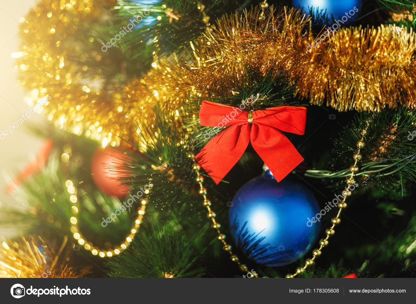 Primi piani decorazioni per l albero di natale in vetro con colore