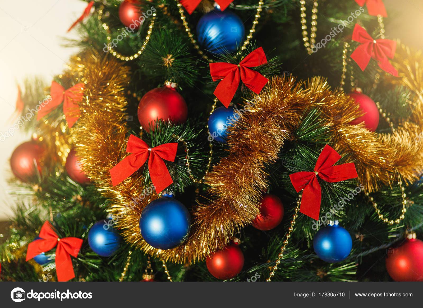 Decorazioni Albero Di Natale Blu : Primi piani decorazioni per l albero di natale in vetro con colore