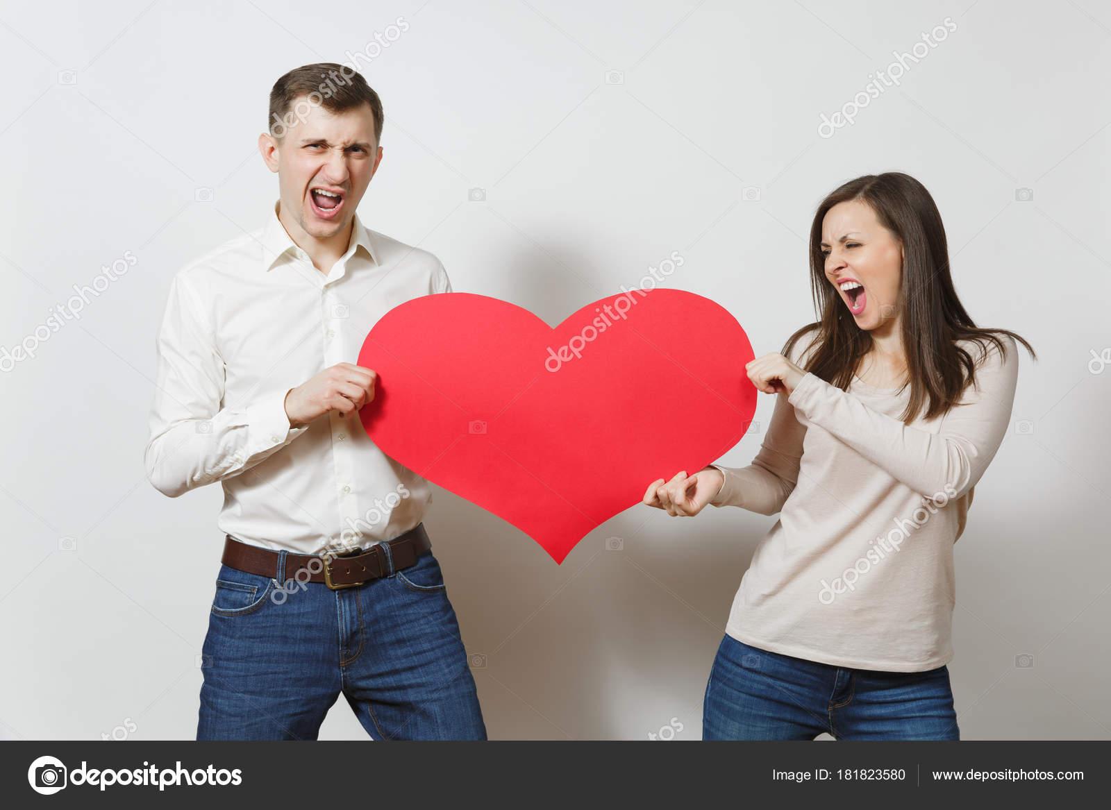 Jeune Couple Amoureux Homme Et Femme De Cœur Rouge Bir Isole Sur