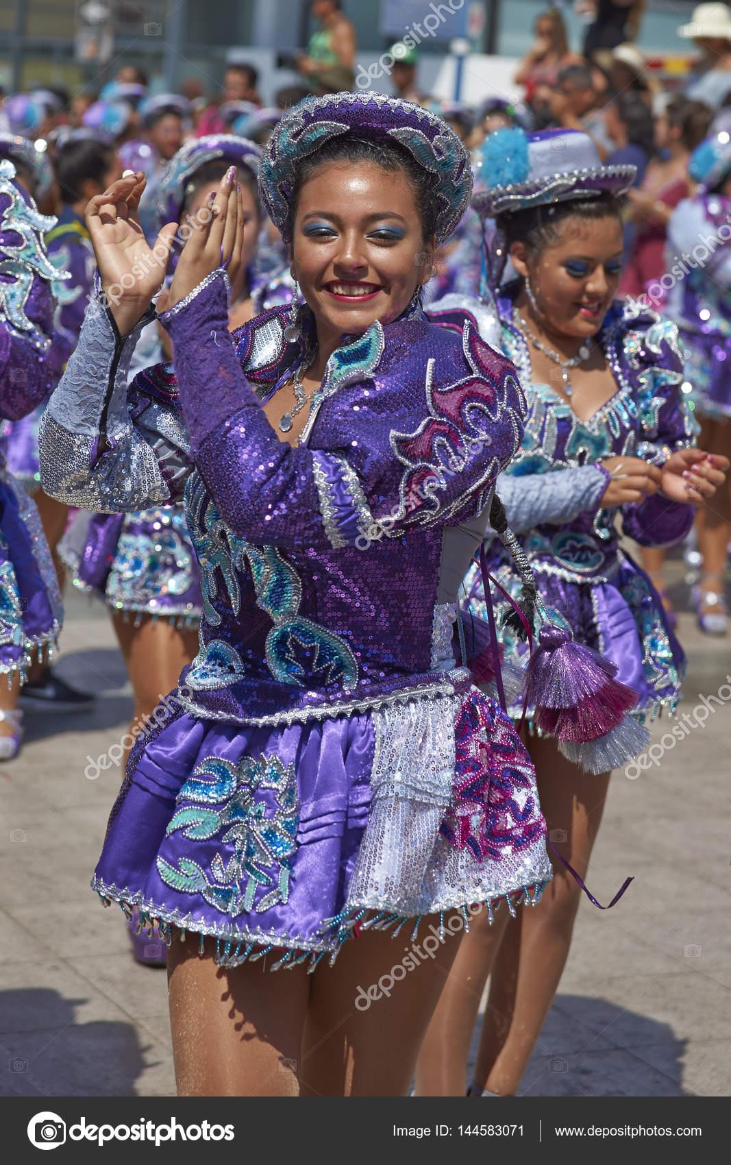 Bailarines de Caporales en el carnaval de Arica — Foto editorial de ...