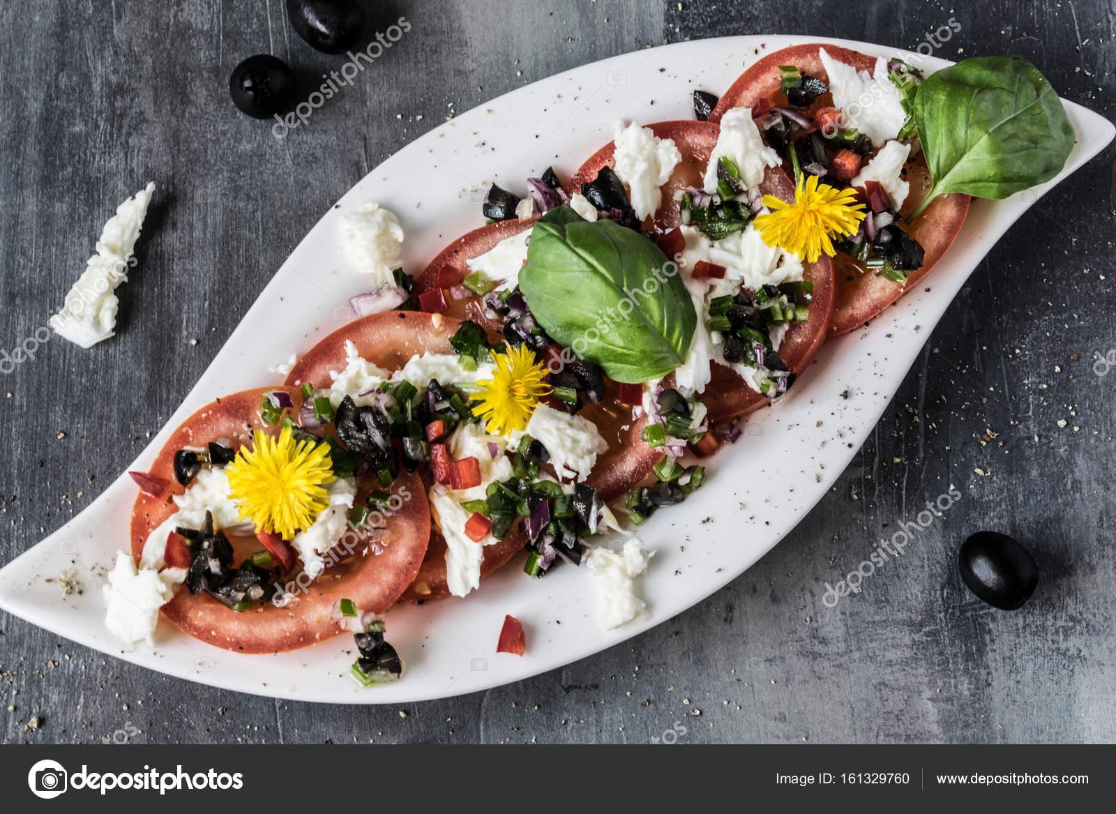 Kiraz Dünyası: Hellim Peynirli Salata