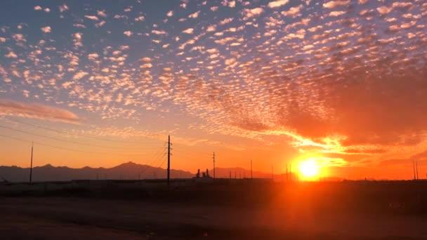 Phoenix, West Side South Mountain naplemente, Arizona Timelapse, pamut mezők egyesül az új technológiai fejlesztések közelében Goodyear.