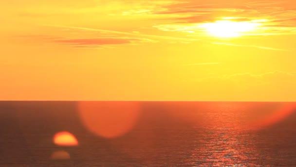 Východ slunce na moři