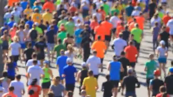 Město maraton rozmazané na lidí běží