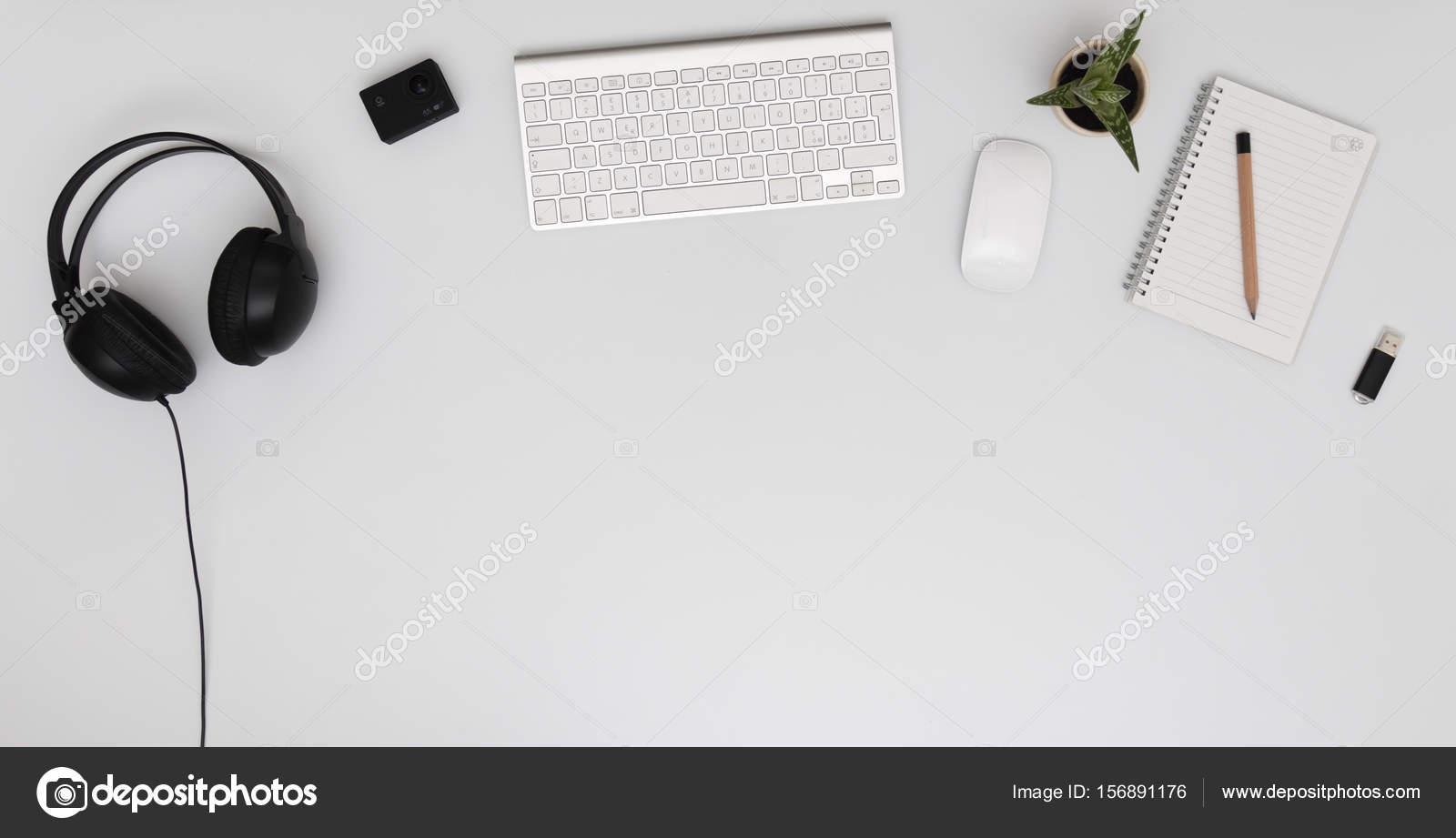 Ufficio K : Ufficio moderno desktop con tastiera mouse fotocamera azione k