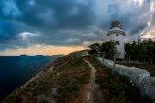 Krása přírody krajiny Krym s majákem.