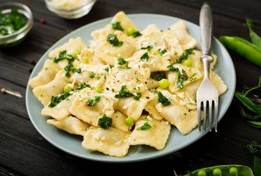 Ravioli with ricotta and green peas