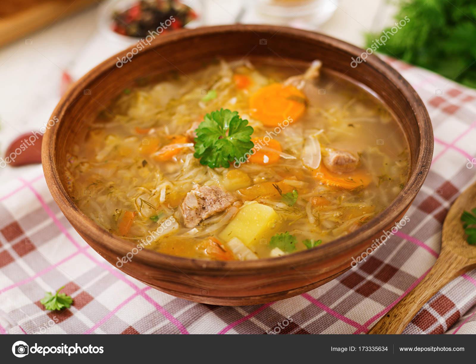 Lahana turşusu ile ev yapımı borsch: en iyi yemek tarifleri