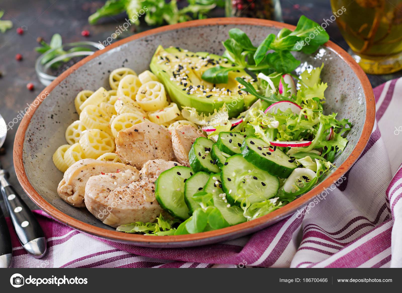 Салат диетический на ужин с курицей