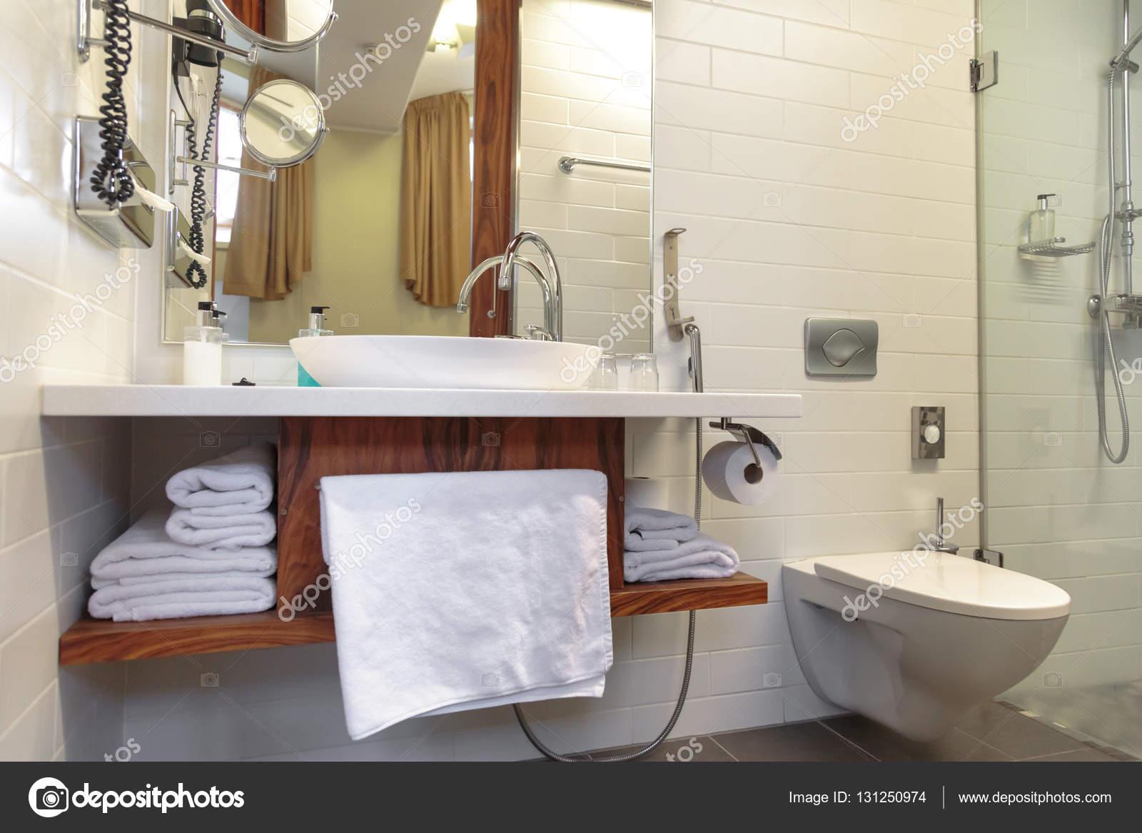 Hotel moderne badkamer design u stockfoto garsya