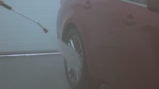 Proces čištění auto na mytí aut