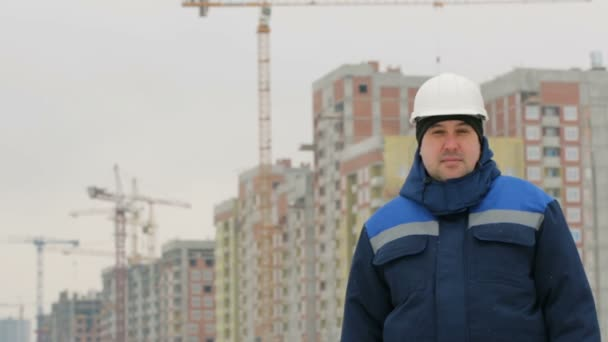 Foreman na pozadí hlavních stavebních projektů