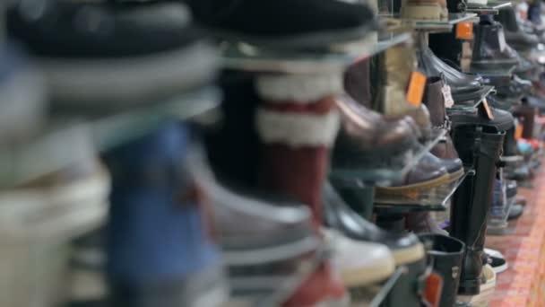 Boty a obuv na police na boty