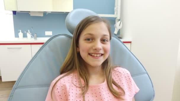holčička u zubaře