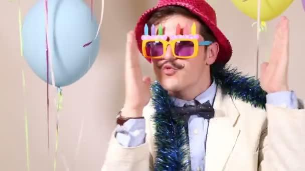 Mann tanzen tragen Geburtstag Sonnenbrillen