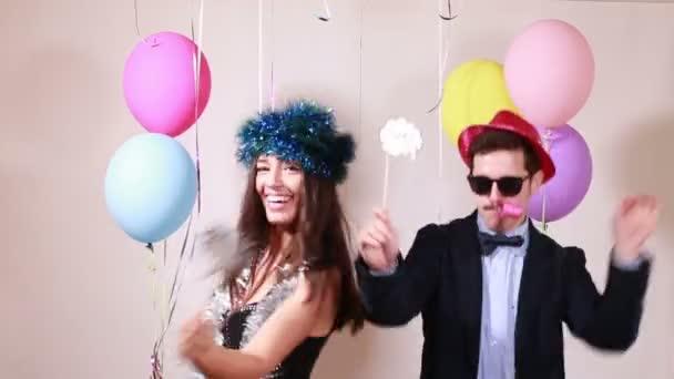 Paar mit toller Zeit beim Tanzen