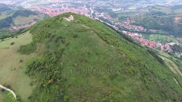 ヴィソコ村とボスニアのピラミッ...