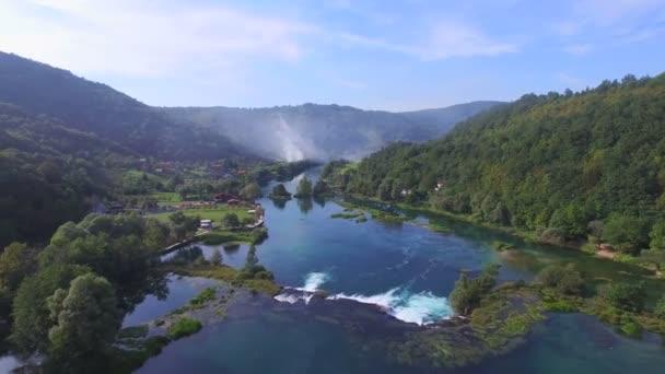 Řeka UNA vodopády, Bosna