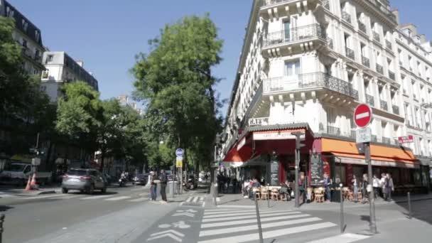 Rohu rušné pouliční kavárna v Paříži