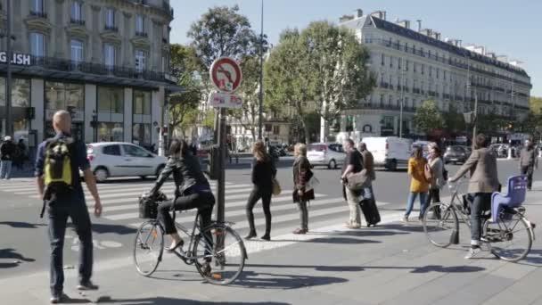 Chodci a cyklisté, přejezd na semaforech zebra