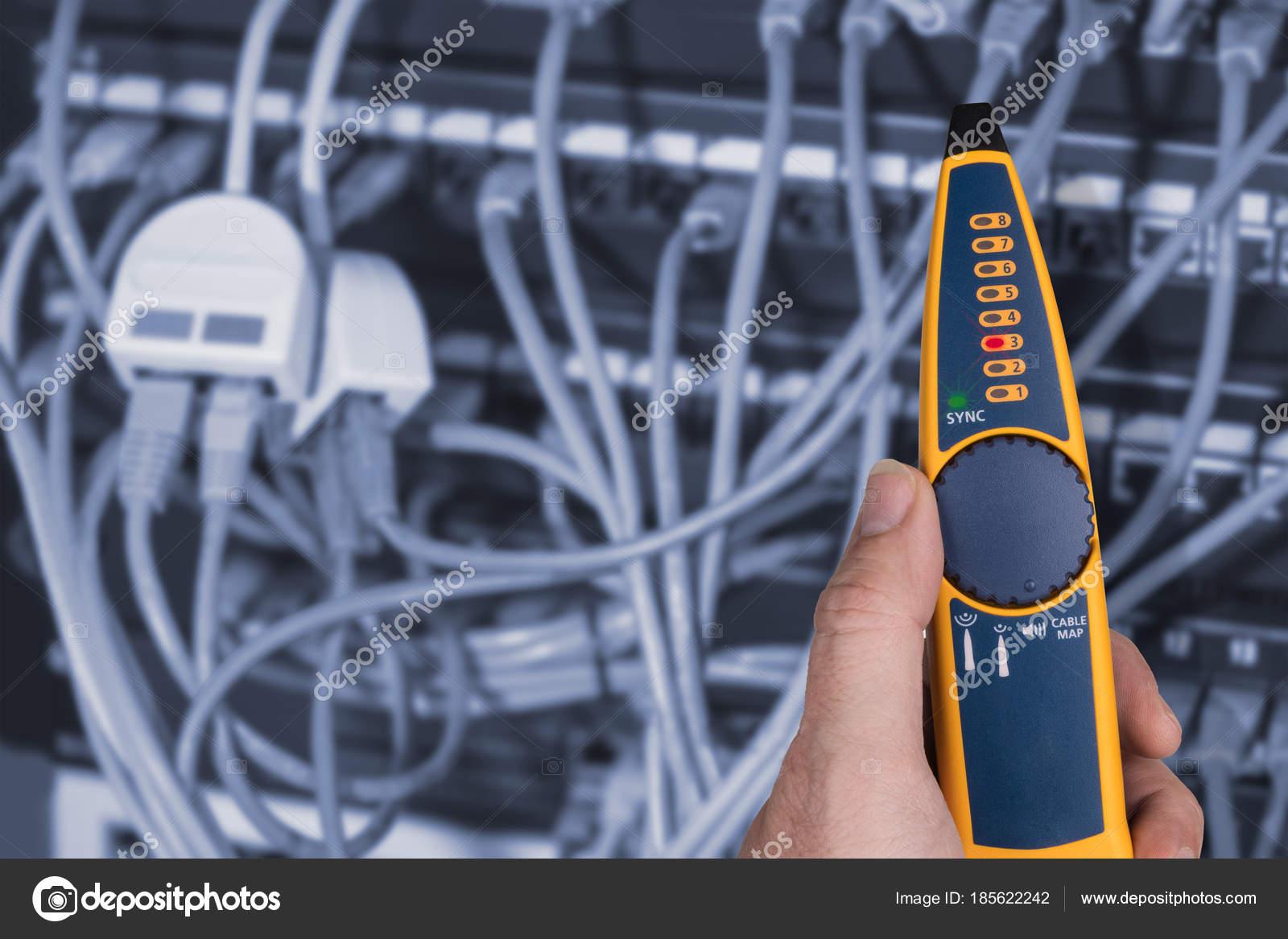 Messung, in Patch-Panels der Rack-Gehäuse angeschlossen — Stockfoto ...