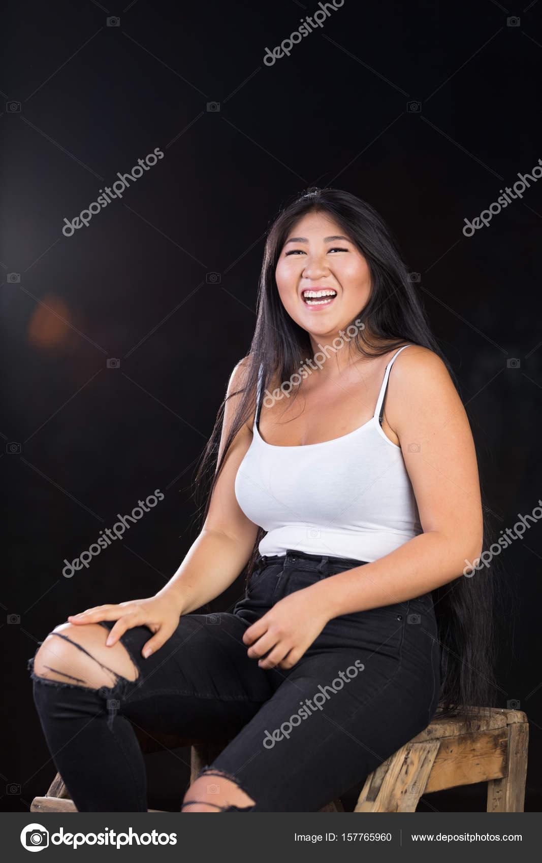 große kurvige asiatische