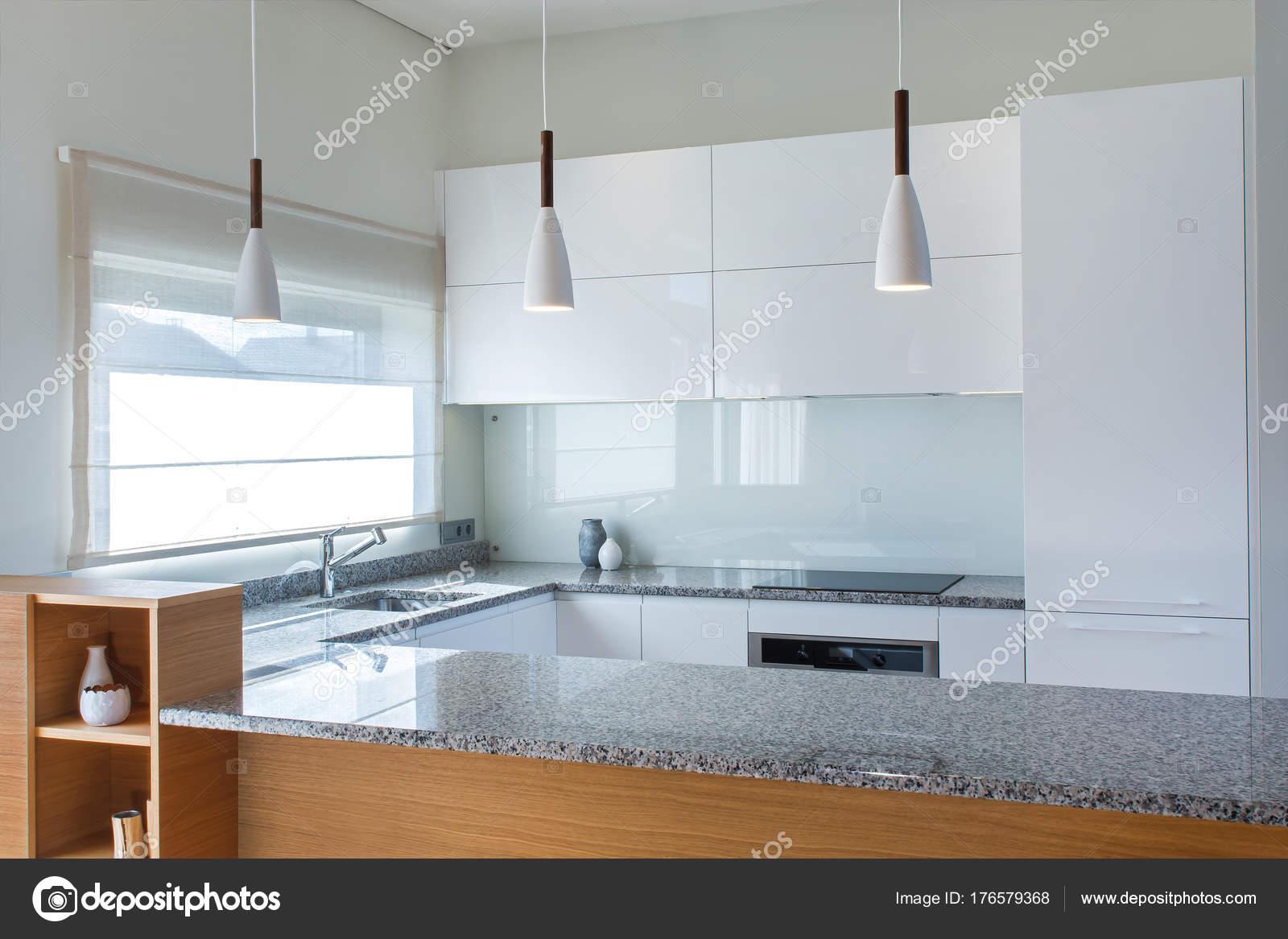 Keuken Houten Schiereiland : Showroomkeukenbeurs showroomkeuken met kookeiland