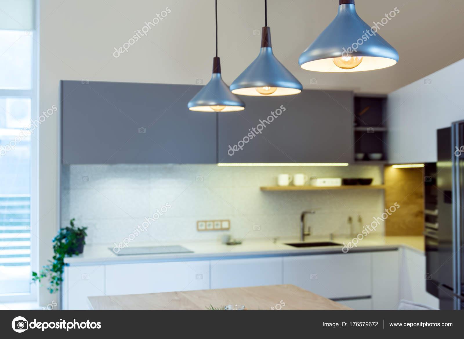 Eclairage Au Dessus D'Un Ilot De Cuisine ~ Int Rieur Maison Moderne Flotter Luminaire Suspendu Dessus Lot