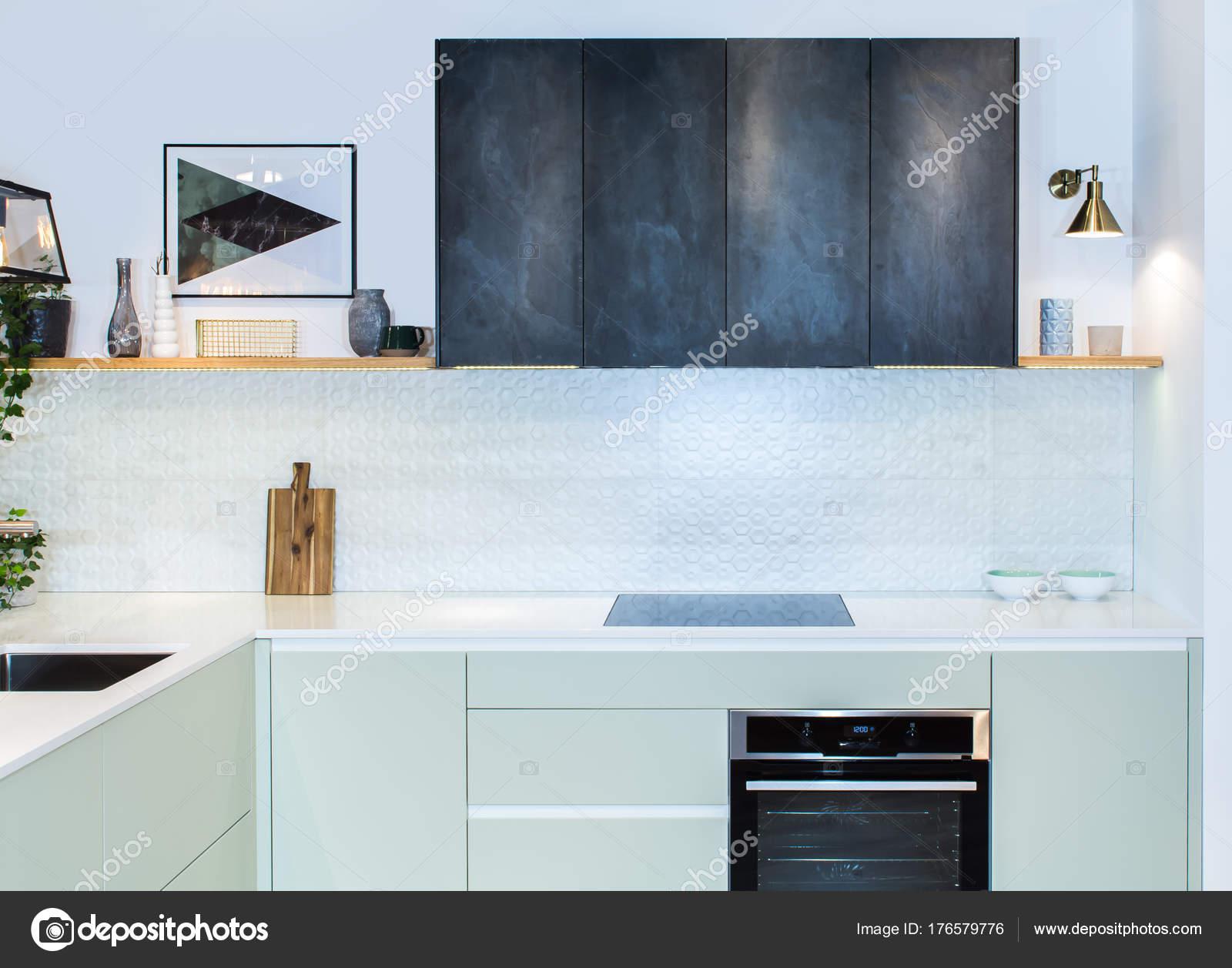 Moderne Wohnlandschaft Vorderansicht Des Modernen Designer Küche Einem  Hellen Interieur U2014 Stockfoto