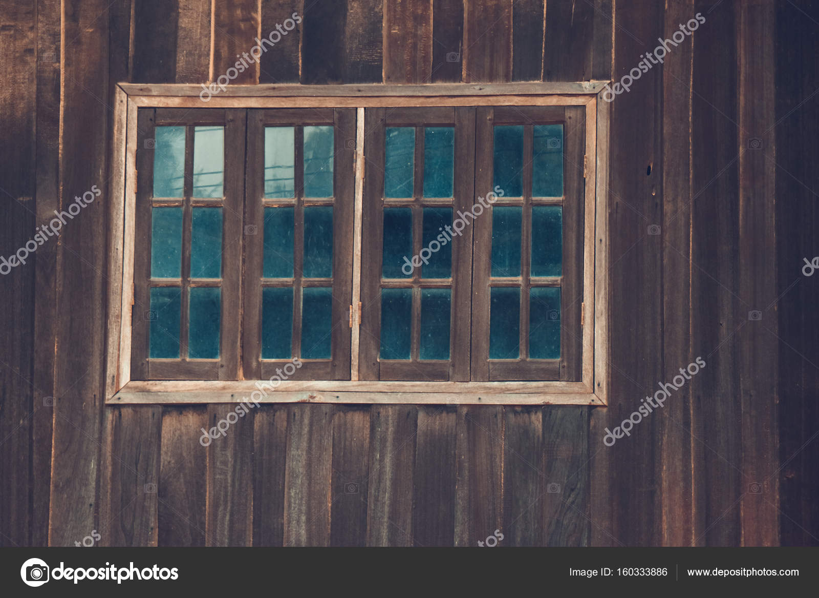 Grafik Von Altes Haus Mit Holz Wand Und Holz Fenster Mit Glas O