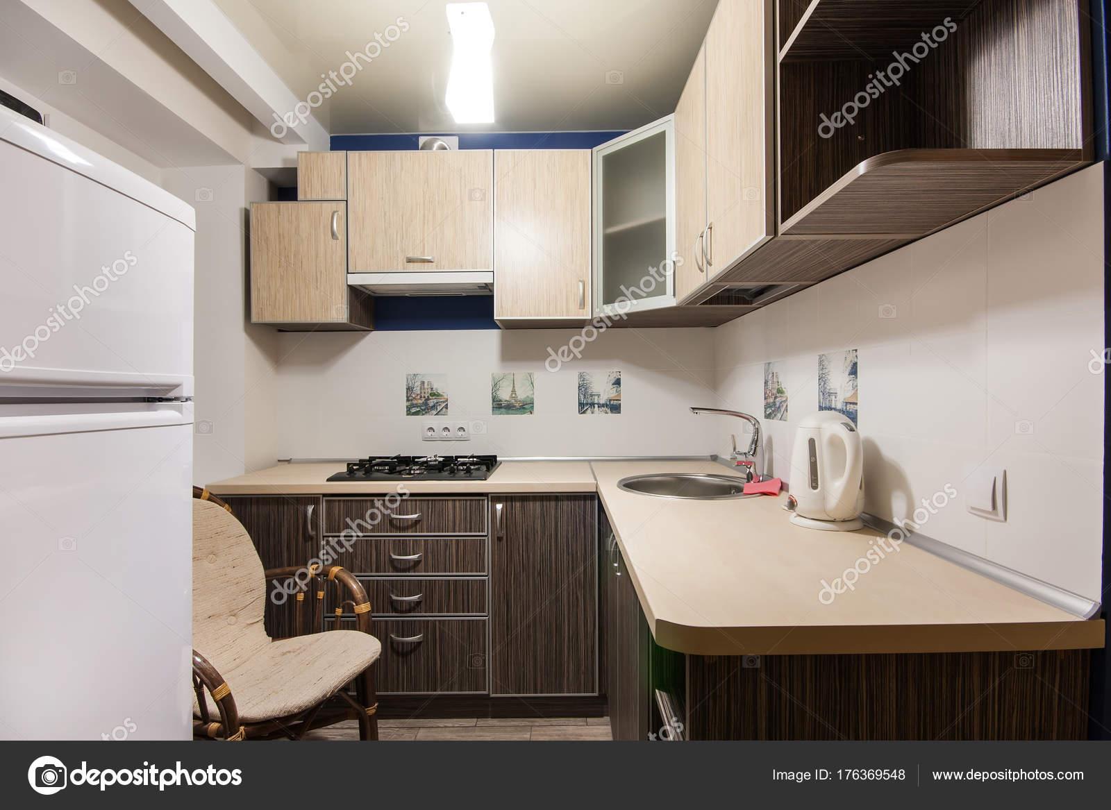 Angolo Cottura Piccolo : Piccolo angolo cottura in un studio u foto stock ratatos