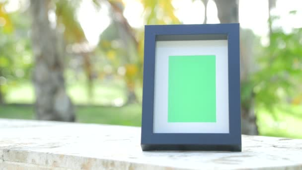 Picture frame with greenscreen